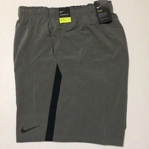 Nike Men's 4XL Standard Elastic Waistband Bermuda